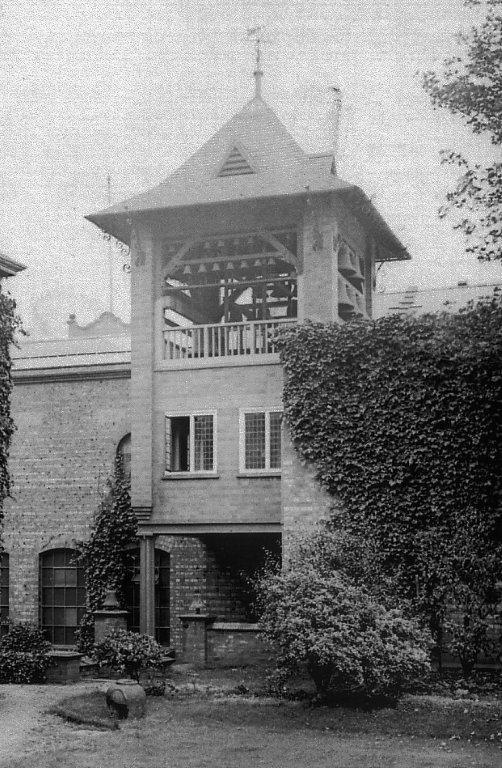 The carillon tower circa 1921 when Bellfoundry House garden still existed.