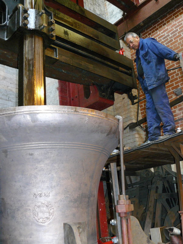 Tuning Harvard's new 2 ton chapel bell at Taylor's in 2014.