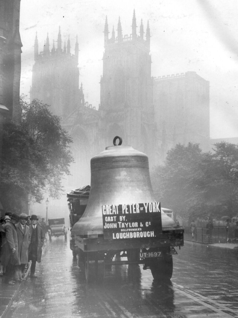Great Peter arriving at York Minster, 1927.