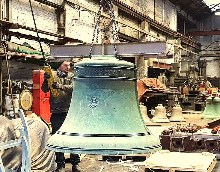 Unloading at Loughborough - the bells are remarkably clean after 130 years!